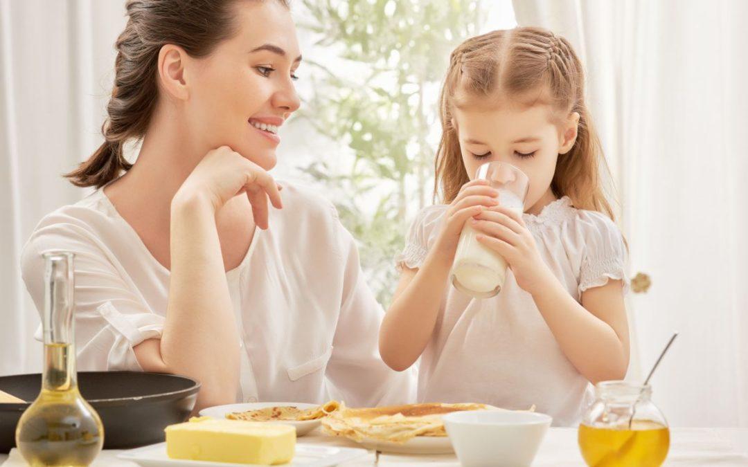 Milyen étkészlettel vezessük be a kicsiket a felnőttek étkezési szokásaiba?