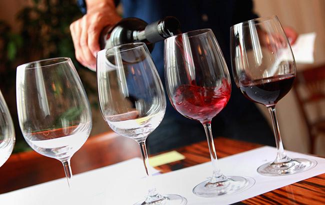 A borkóstolás etikája és a borospohár