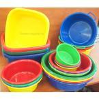 Műanyag tálak, tányérok (színes)